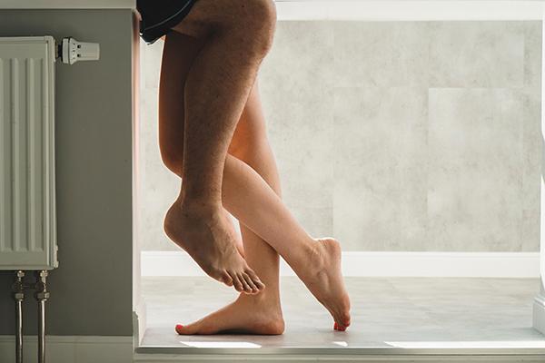 Sexo na casa de banho publica